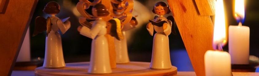 Manèges et pyramides à bougies de Noël